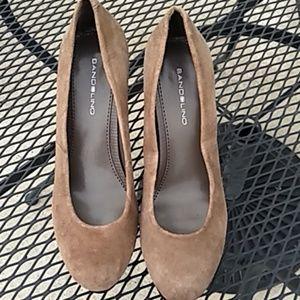 Bandolino light brown suede heels size 6.5